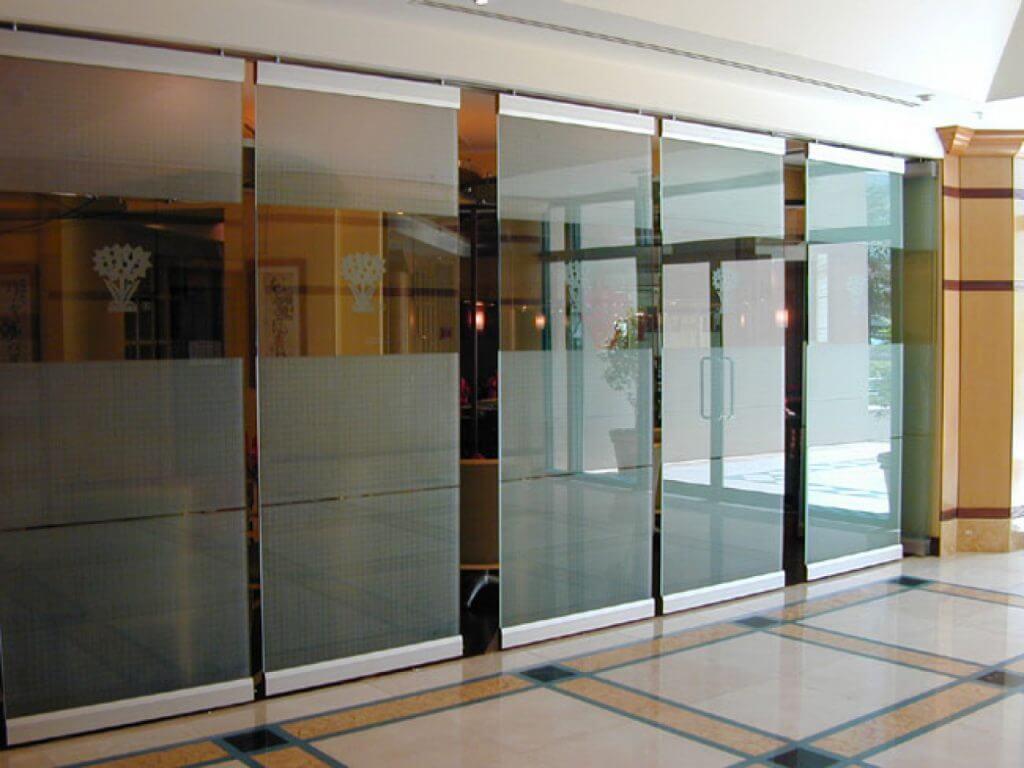 egyedi üvegfal XIV. kerület Nagybecskerek tér