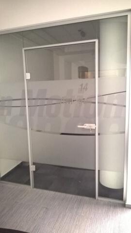 Üvegkorlát, irodafal 2