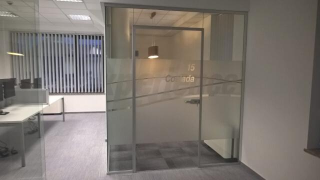 Üvegkorlát, irodafal 4