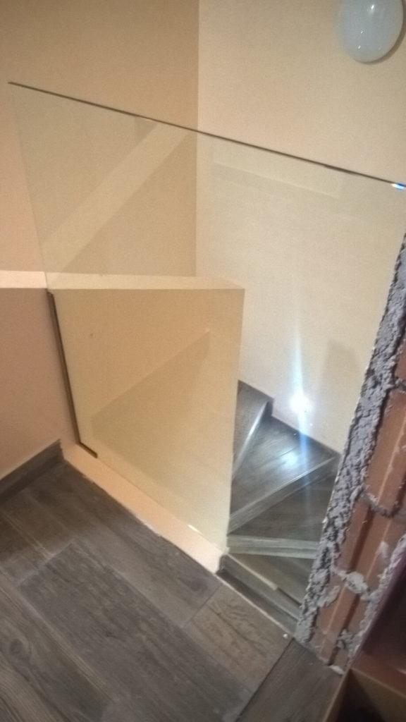 lépcső üvegkorlát felszerelés