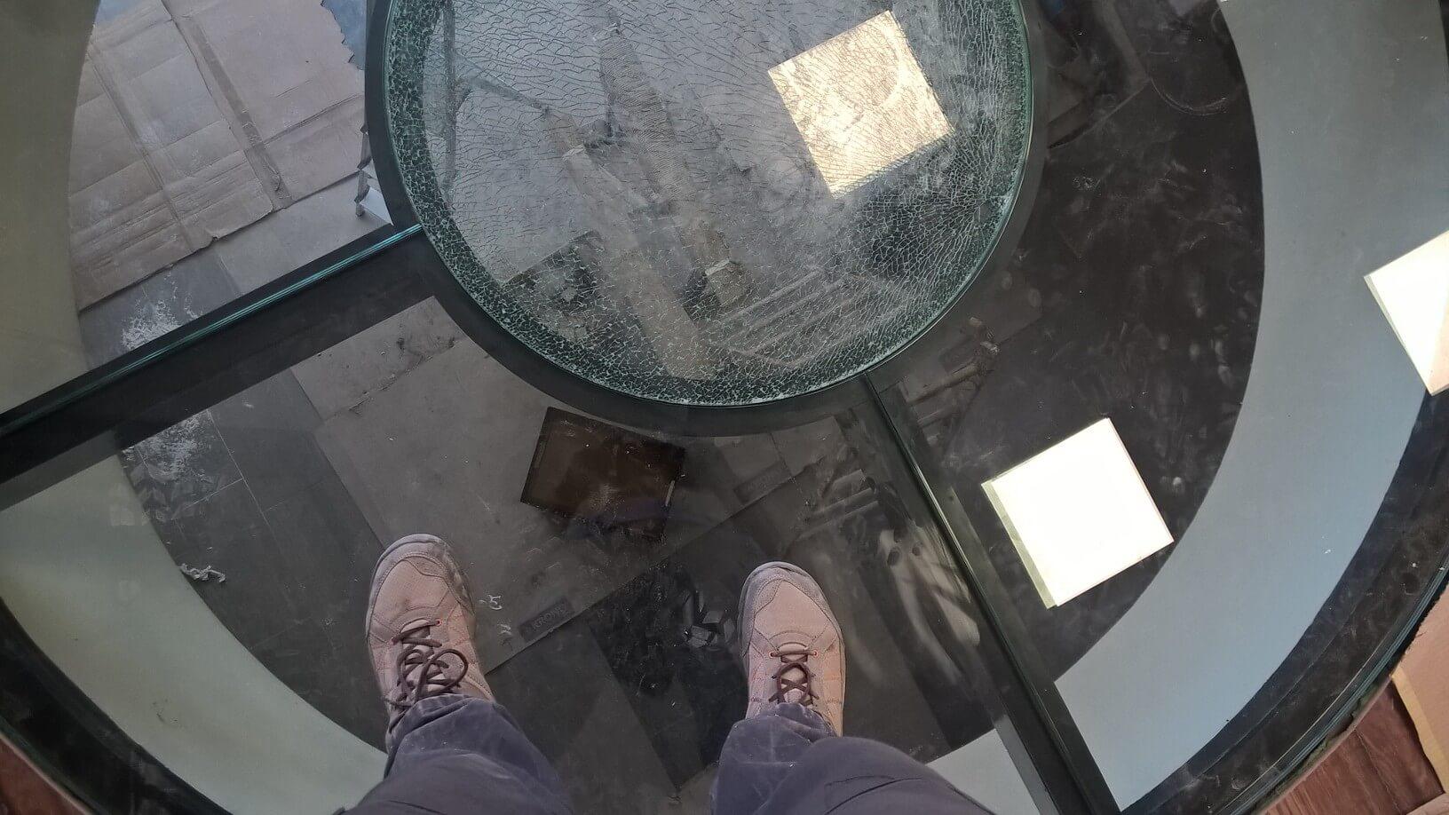 Üvegkorlát, irodafal 30