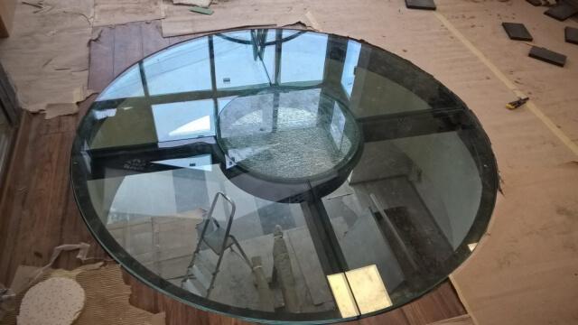Üvegkorlát, irodafal 10
