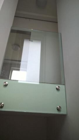 Üvegkorlát, irodafal 14