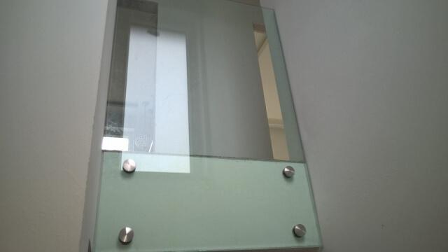 Üvegkorlát, irodafal 16