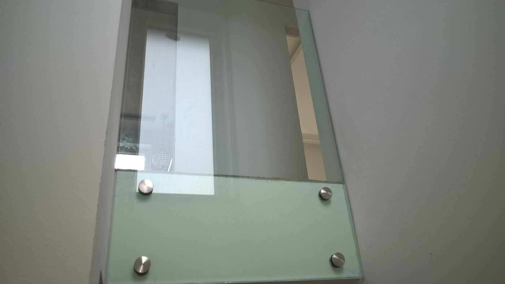 Üvegkorlát, irodafal 37