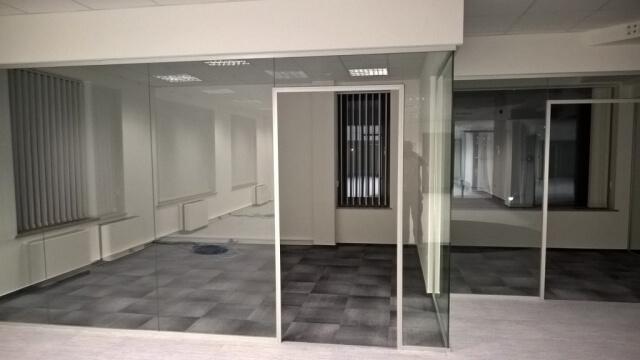 Üvegkorlát, irodafal 20