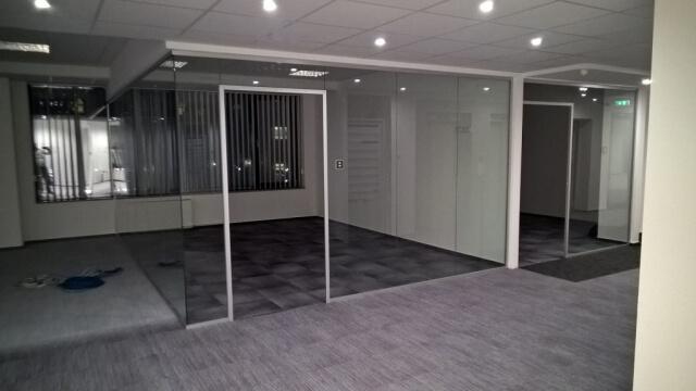 Üvegkorlát, irodafal 21