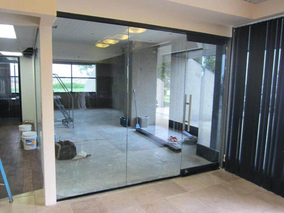 belső térelválasztó üvegfal