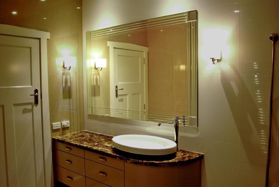 egyedi tükör fürdőbe